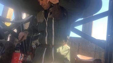 Olivier Baudri à l'oeuvre dans le clocher de Tenneville