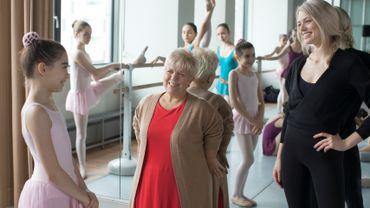 """""""Josephine ange Gardien"""" se met à la danse classique !"""