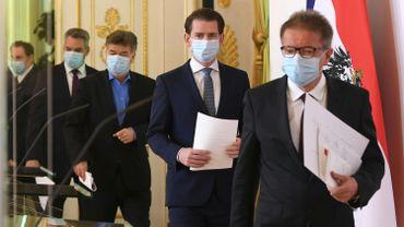 Le chancelier autrichien Sebastian Kurz (au centre) et ses principaux ministres face à la crise.
