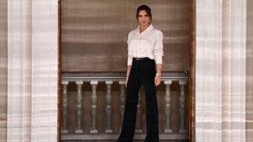 """Pour sa collection automne/hiver 2020/21, Victoria Beckham a voulu """"rendre hommage à la tradition tout en défiant les conventions."""