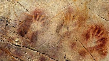 Les mains au pochoir découvertes dans la grotte d'El Castillo, dans le nord de l'Espagne