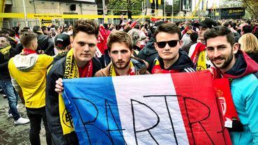 Dortmund: au lendemain de l'attentat, les supporters fraternisent