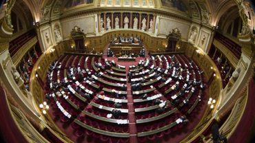 Selon le site du Sénat, Benoît Quennedey est un des administrateurs de la direction de l'architecture, du patrimoine et des jardins de la chambre haute du Parlement, en charge de la division administrative et financière