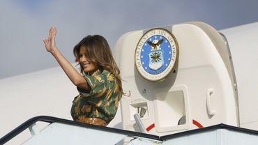 Melania Trump monte à bord de son avion lors d'un déplacement à Nairobi, au Kenya, le 6 octobre 2018.