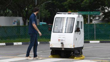 Tests d'un véhicule autonome capable d'interagir avec les piétons, à Singapour.