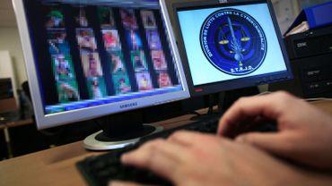 Un policier traque les images pédopornographiques sur internet