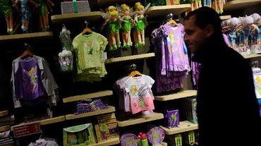 Des vêtements pour enfants dans un Disney Store, le 28 novembre 2012 à New York