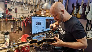 David D'ascenzo: le luthier en plein travail dans son petit atelier de Bressoux