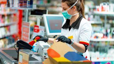 Coronavirus en Belgique: l'élargissement des heures d'ouverture des magasins oppose Comeos et les syndicats
