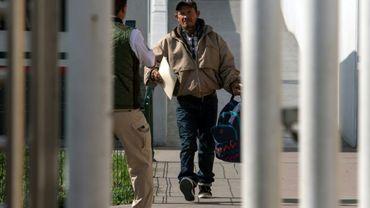 Carlos Catarlo Gomez, un demandeur d'asile hondurien qui était arrivé aux Etats-Unis en novembre, est reconduit au Mexique, à Tijuana (Mexique), le 29 janvier 2019