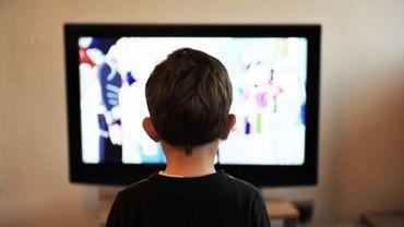Les jeunes hennuyers passent trop de temps devant la télévision, l'ordinateur et leur téléphone portable.