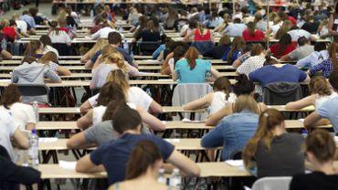"""Médecine: l'examen d'entrée est suspendu pour trois étudiants """"allégés"""""""