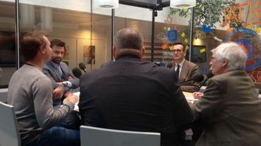 Uber, les taxis bruxellois et Pascal Smet autour de la même table.