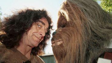 Petger Mayhew face à son personnage, en 2000