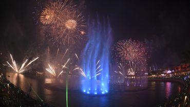 """La """"Palm Fountain"""", large de 1.335 mètres carrés, se trouve à Palm Jumeirah, une île artificielle au large de Dubaï."""