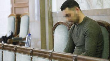 Robert Frroku a saisi un couteau sur le bar et a poignardé à environ une vingtaine de reprises Abdelaziz Bouhali.