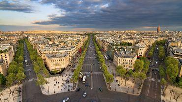 Paris va expérimenter l'an prochain des types de bitume qui peuvent à la fois atténuer le bruit de la circulation routière et permettre de rafraîchir l'air.