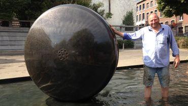 Le prototype de la fontaine Eve 171 et son sculpteur, Alain de Clerck