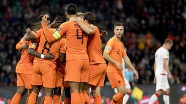 Grâce à un doublé de Wijnaldum, les Pays-Bas battent la Biélorussie dans un groupe C toujours aussi indécis
