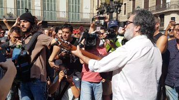 """Barcelone: un homme chante """"Imagine"""" au lendemain de l'attentat sur la Rambla (vidéo)"""
