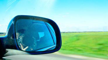 """""""Femmes au volant, moins d'accidents!"""": Vias compare le comportement des femmes et des hommes au volant"""