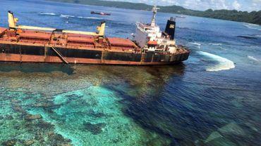 Photo non datée du vraquier Solomon Trader échoué sur un récif de corail de l'île Rennell, aux Salomon. Image diffusée par le Department of Foreign Affairs and Trade of Australia le 1er mars 2019