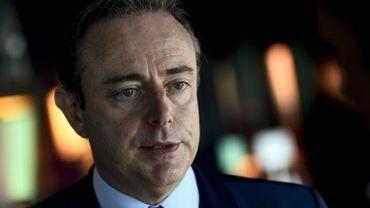 """Baromètre politique: """"L'angoisse me saisit à la gorge"""", réagit Bart De Wever"""