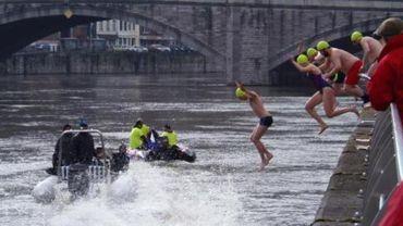 Quelque 150 nageurs au départ de la 48e traversée hivernale de la Meuse à Huy