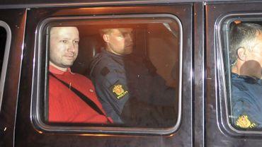 Anders Breivik, l'auteur des tueries en Norvège, à la sortie du tribunal lundi 25 juillet