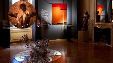 """L'exposition """"L'Art Blessé"""" rend hommage à la résilience de la scène artistique de Beyrouth suite aux deux explosions du 4 août dernier."""
