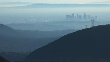 """Une vue de Los Angeles, où la qualité de l'air a été qualifiée de """"non saine"""" pour les groupes à risques, le 5 novembre 2019."""