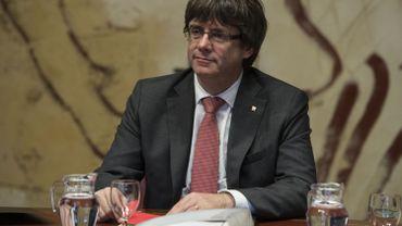 Carles Puigdemont, président du gouvernement régional catalan, préside une réunion régionale du gouvernement au Palais de la Generalitat à Barcelone le 24 octobre 2017