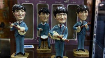 Des figurines des Beatles présentées à une vente aux enchères à Beverly Hills en Californie, le 9 septembre 2015