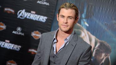 """Chris Hemsworth reprendra son rôle du chasseur dans le film éponyme, suite de """"Blanche-Neige et le chasseur"""""""