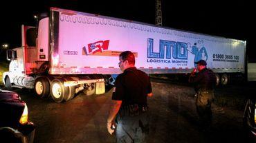 Au Mexique, un camion contenant près de 300 corps a été déménagé de quartier en quartier, servant de morgue provisoire, celle de la ville étant débordée. Ici le 17 septembre 2018