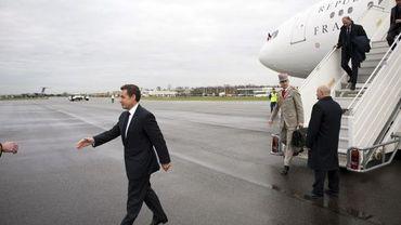 Nicolas Sarkozy sortant de son avion en janvier dernier