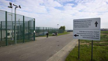 Une ressortissante marocaine, Kaoutar Fal, est détenue dans le centre fermé 127 bis à Steenokkerzeel (Brabant flamand).