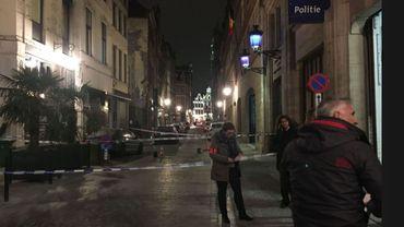 Attaque au couteau d'un policier: l'auteur reste en détention préventive