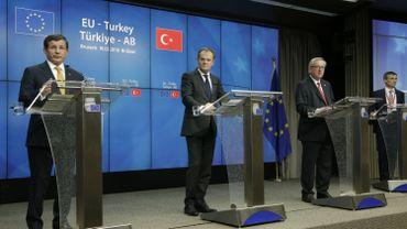 L'accord, destiné à endiguer l'arrivée de réfugiés en Europe, a été approuvé vendredi après-midi à l'unanimité par les chefs d'Etat et de gouvernement de l'UE et par le Premier ministre turc.