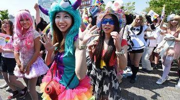 Des participants à la Gay Pride à Tokyo le 26 avril 2015