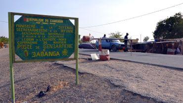 Dabanga est un petite ville de transit sur la route menant à Kousseri, près du Tchad. Un petit cours d'eau la sépare du premier village nigérian.