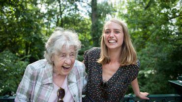 """""""Partager beaucoup plus qu'un toit"""": la cohabitation jeunes-seniors à l'épreuve de la Covid."""