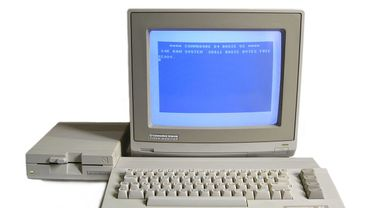 Le Commodore 64 avec écran et lecteur de disquette.