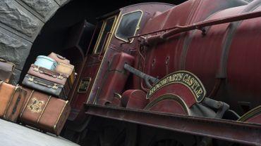 """Le train """"Poudlard Express"""" dans un parc d'attraction aux Etats-Unis"""