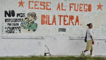 """Un message """"Cessez-le-feu bilatéral"""" peint sur un mur dans une rue d'El Palo, le 28 août 2016 en Colombie"""