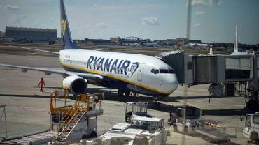 Ryanair stipulait que leurs travailleurs sont eux aussi soumis au droit du travail irlandais parce qu'ils volent à bord d'avions immatriculés en Irlande.