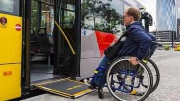 Les TEC ont mené une étude sur l'accessibilité de ses lignes et de ses arrêts de bus pour les personnes à mobilité réduite, les PMR.