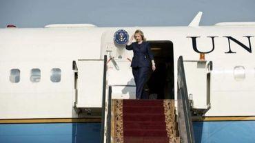 La secrétaire d'Etat américaine, Hillary Clinton, descend de son avion au Caire, le 14 juillet 2012