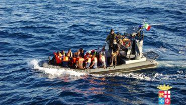 Illustration: la marine italienne sauve des migrants au large de Lampedusa, le 2 janvier dernier