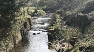 Paliers réalisés dans la rivière du Samson à la place d'un ancien barrage